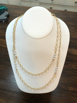 LONG GOLD AND PEARL CHAIN - Penny Lane Boutique