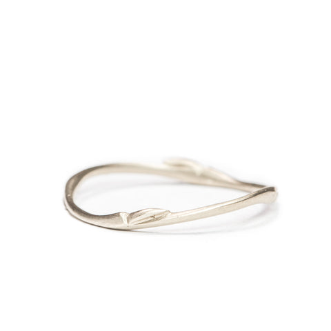 <!--RG301-->willow ring