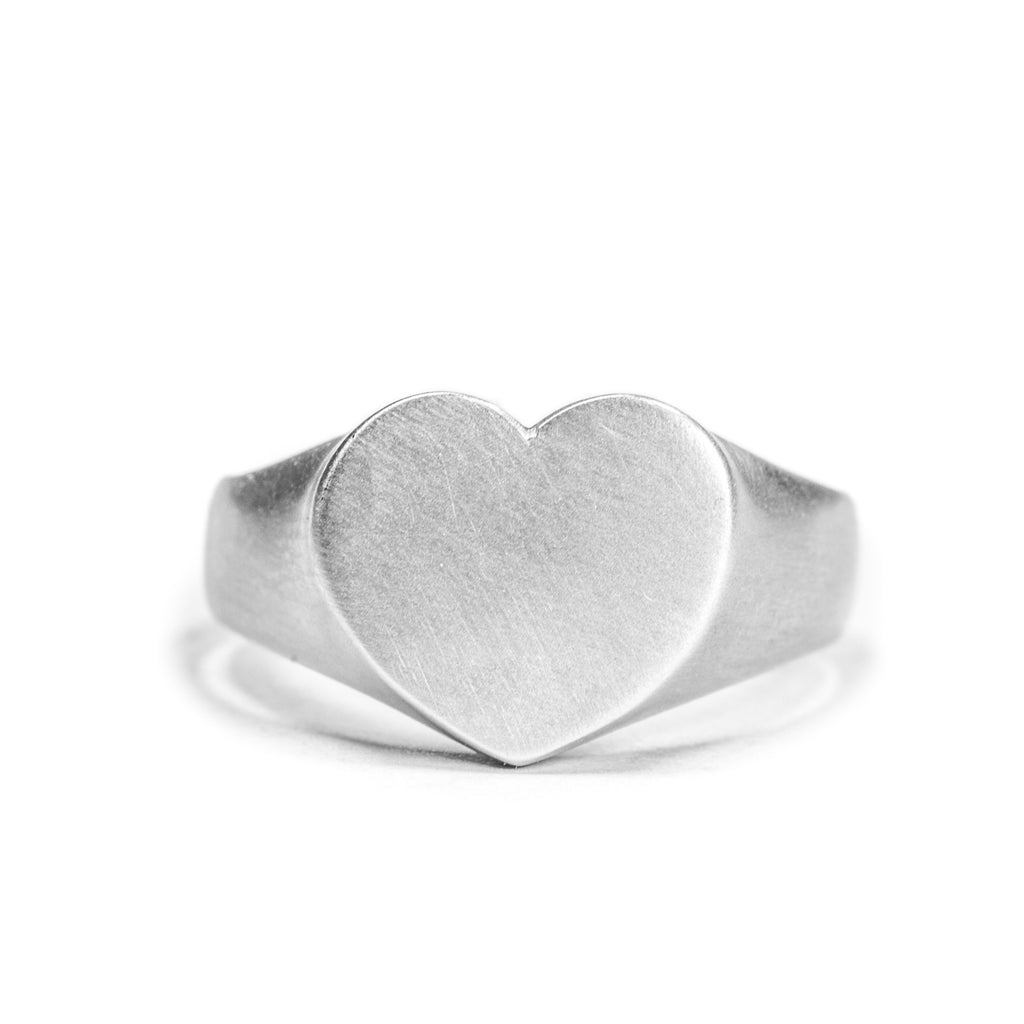 <!--RG452-->heart personalized signet ring
