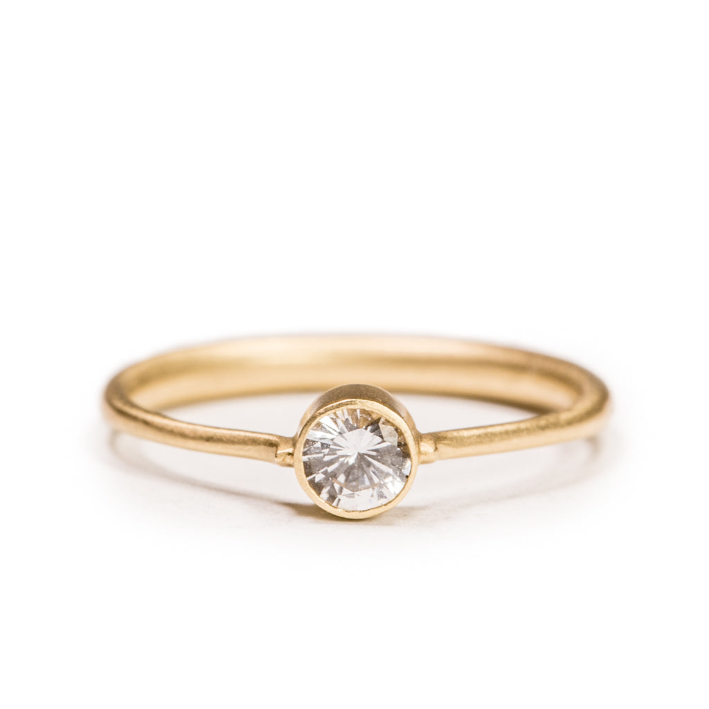 <!--RG448-->tapered engagement ring