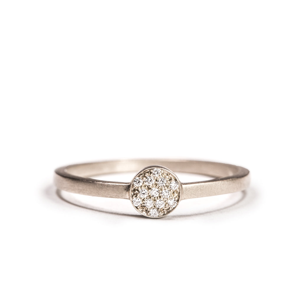 <!--RG596dia-->pavé full moon ring