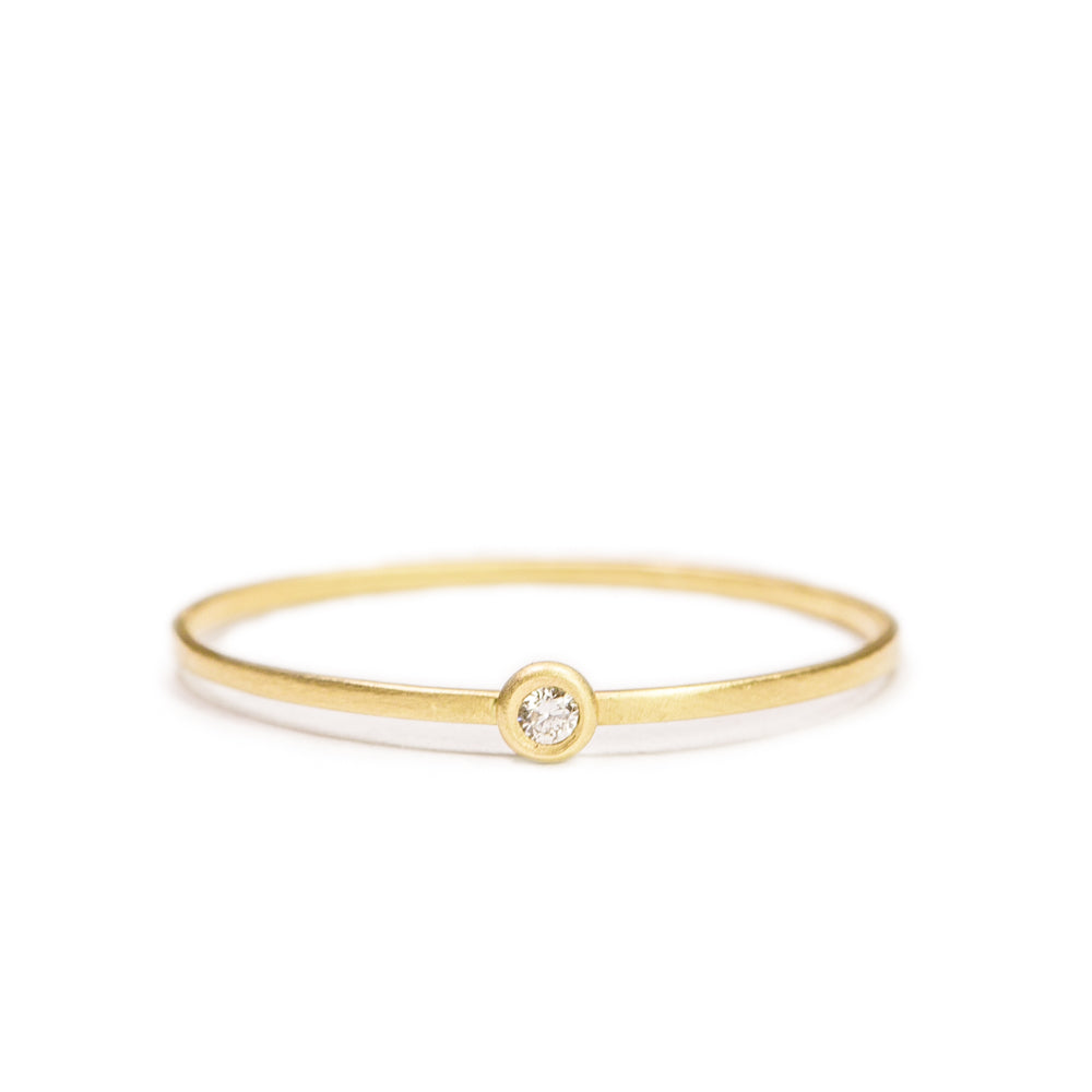 <!--RG251-->dainty dot ring with diamond