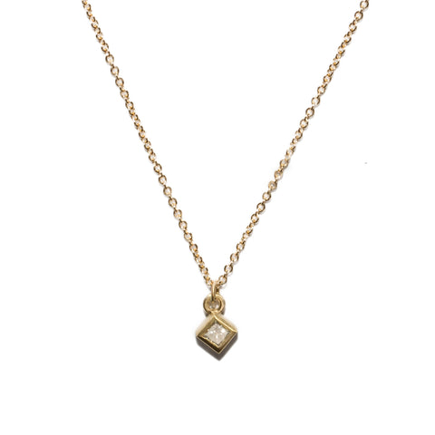 <!--NK673-->dainty necklace with princess cut diamond