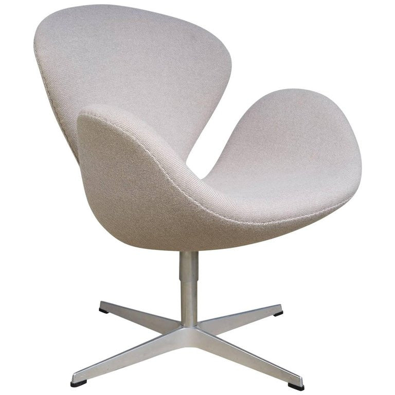 *SOLD* Swan Chair by Arne Jacobsen for Fritz Hansen