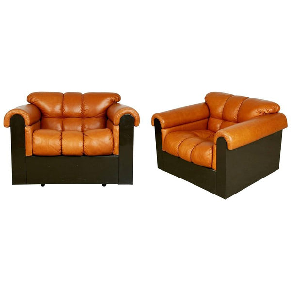Guido Faleschini for Mariani Tufted Leather Lounge Chairs, Pair