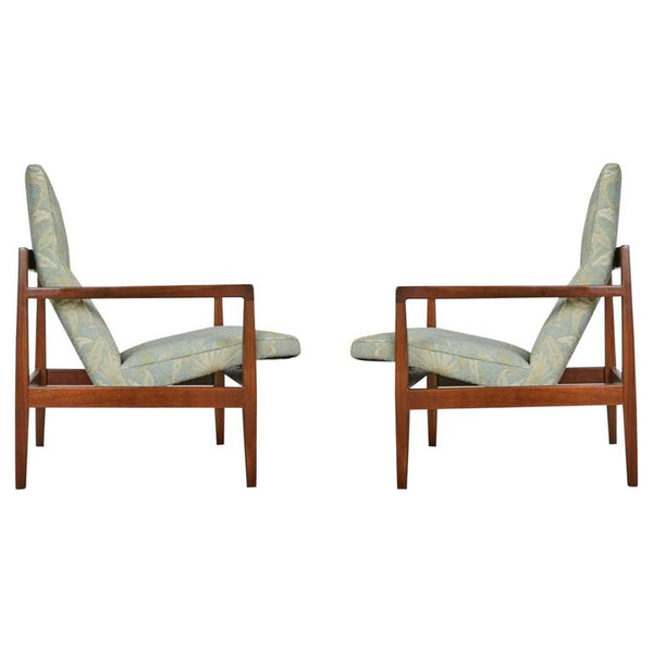 Jens Risom Pair of Walnut Lounge Chairs, circa 1960
