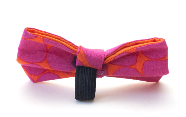 Beehive fabric dog bow showing elastic loop