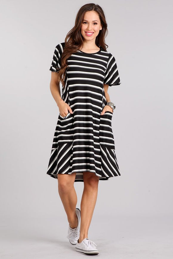 Black and white striped dress with pockets - Short sleeves