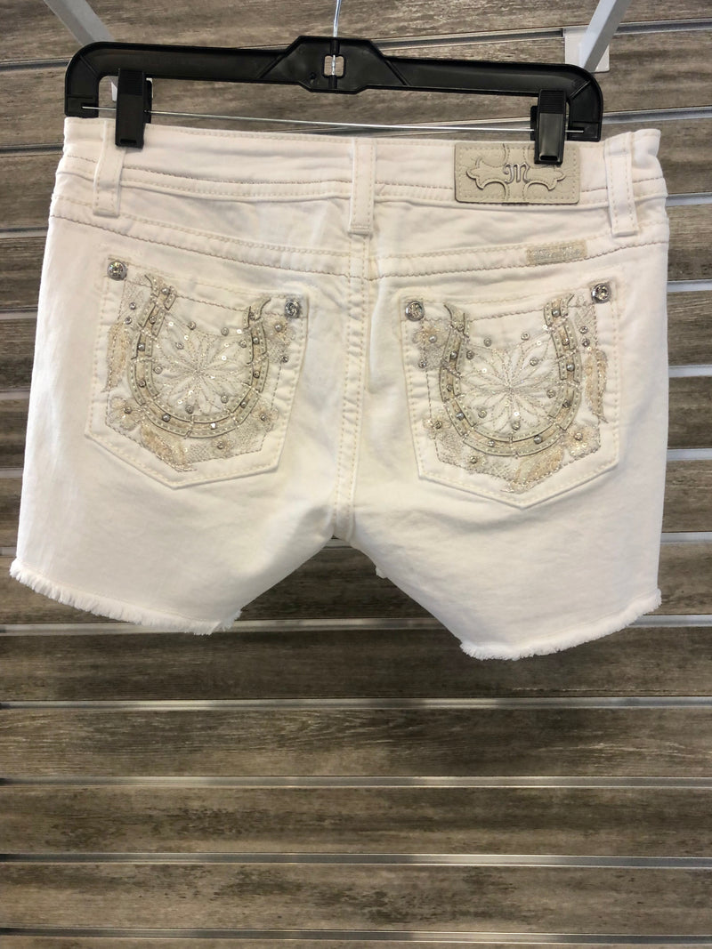 Mid Rise Short with Frayed Hem