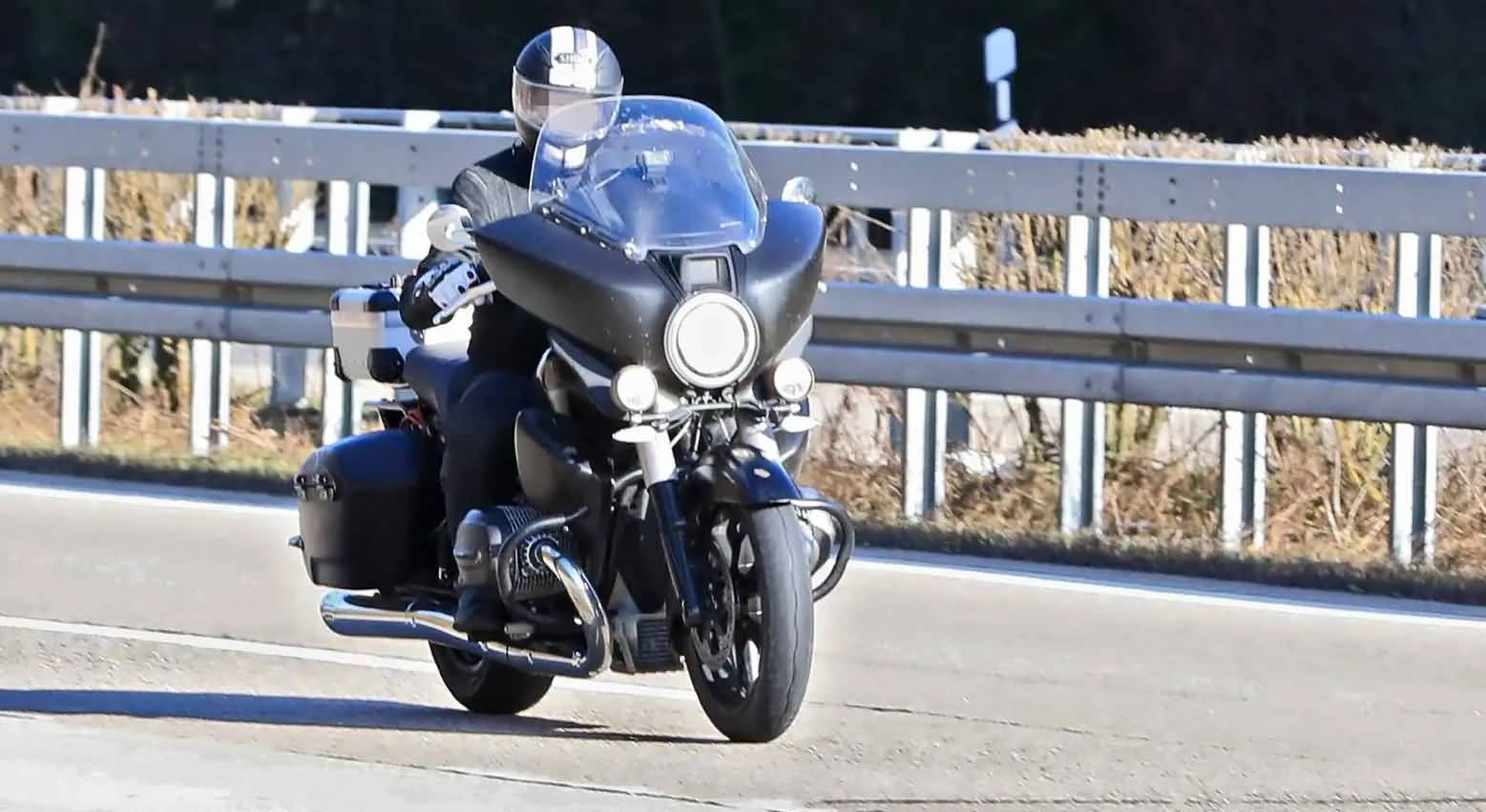 Riding Shots of BMW R18