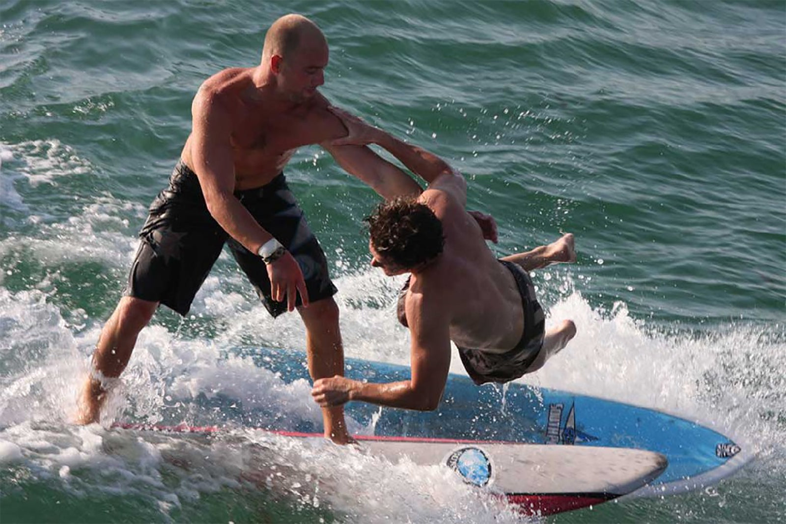 10 surfing Safety Tips For Beginners