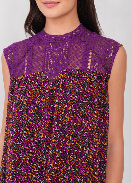 Two-tone top with lacework neckline Purple
