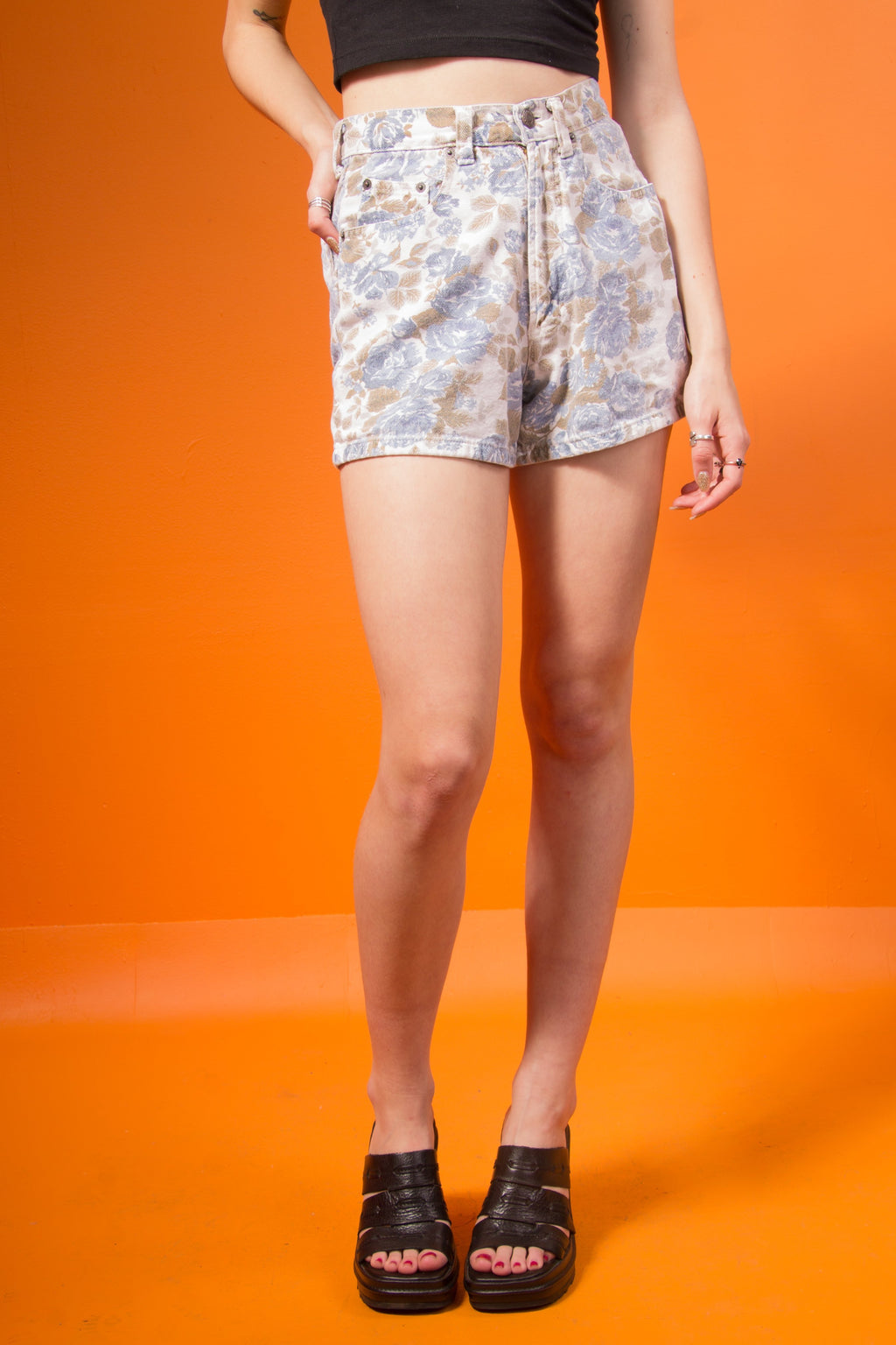 Vintage - High waisted floral shorts