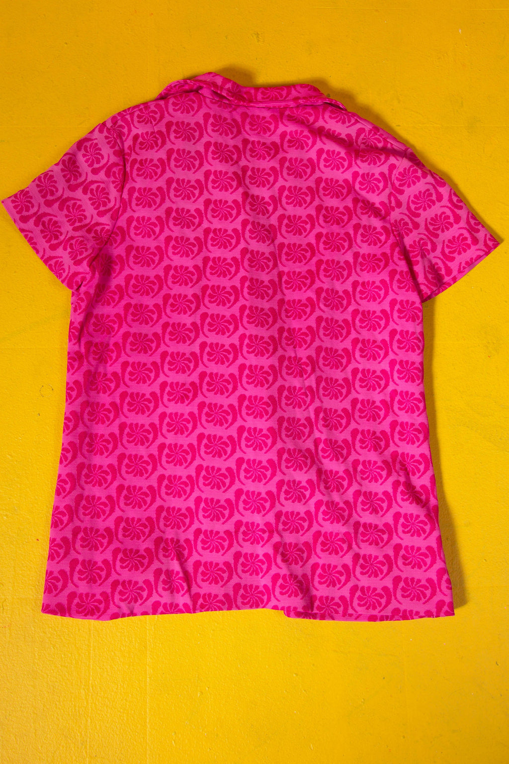 Vintage - 70's hot pink Button up