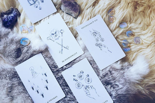 A Full Moon in Taurus Tarot Spread – Labyrinthos