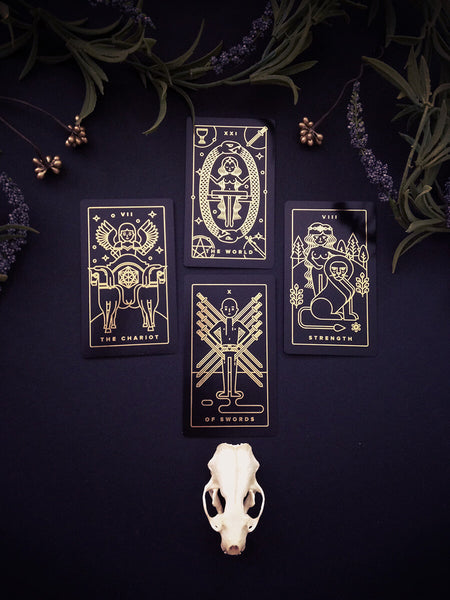 Golden Thread Tarot Deck: A Modern Minimal Gold Foil Tarot Card Set