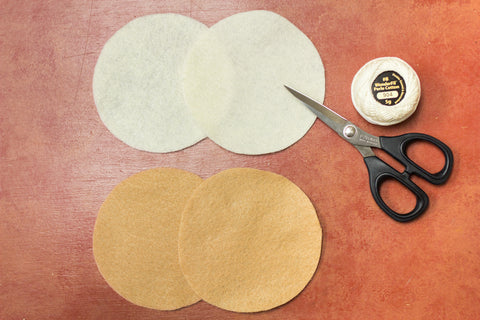 4 circular felt pieces will make 1 pancake