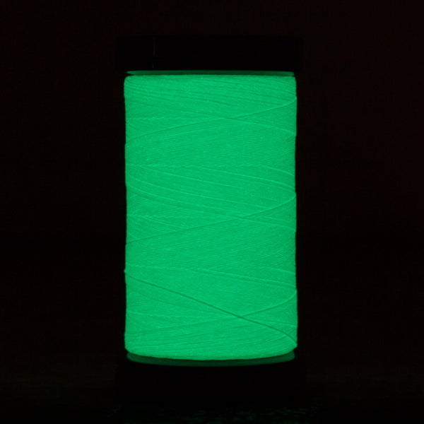AR07 - Ahrora 40wt Glow in the Dark Polyester Aqua Sea Thread - wonderfil-online-uk