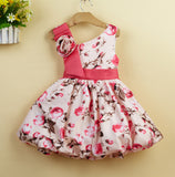 Children with oblique flowers dress