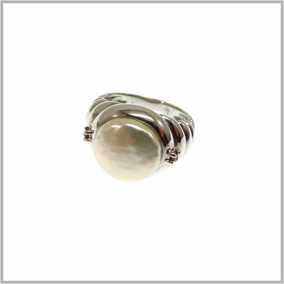 HG28.190 Fresh Water Pearl & Garnet Ring