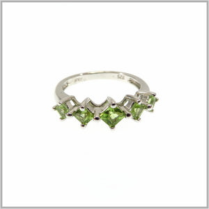 HG29.8 Peridot Band Ring