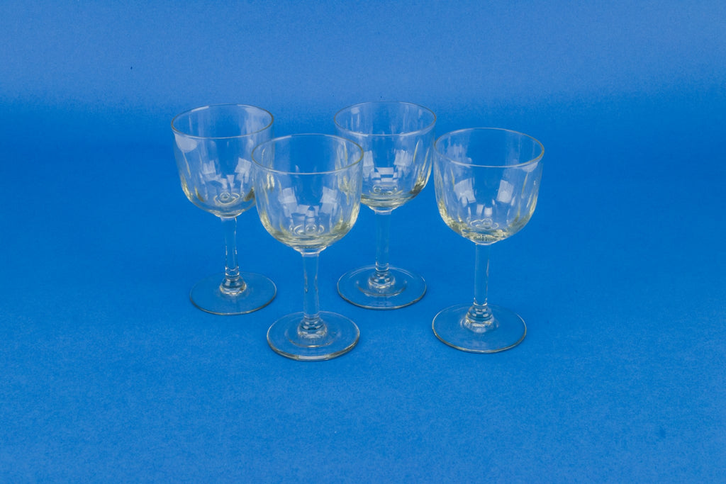 4 dessert wine glasses