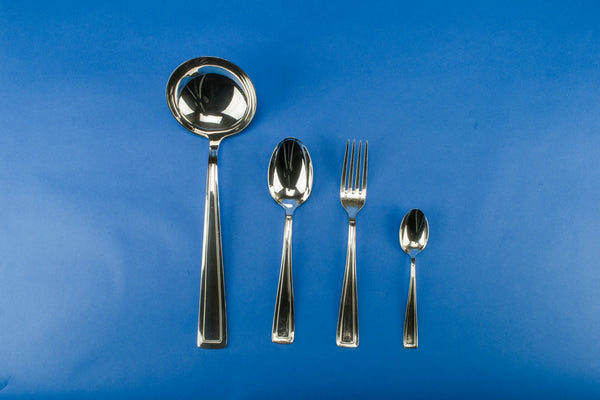 Dinner cutlery set for 12