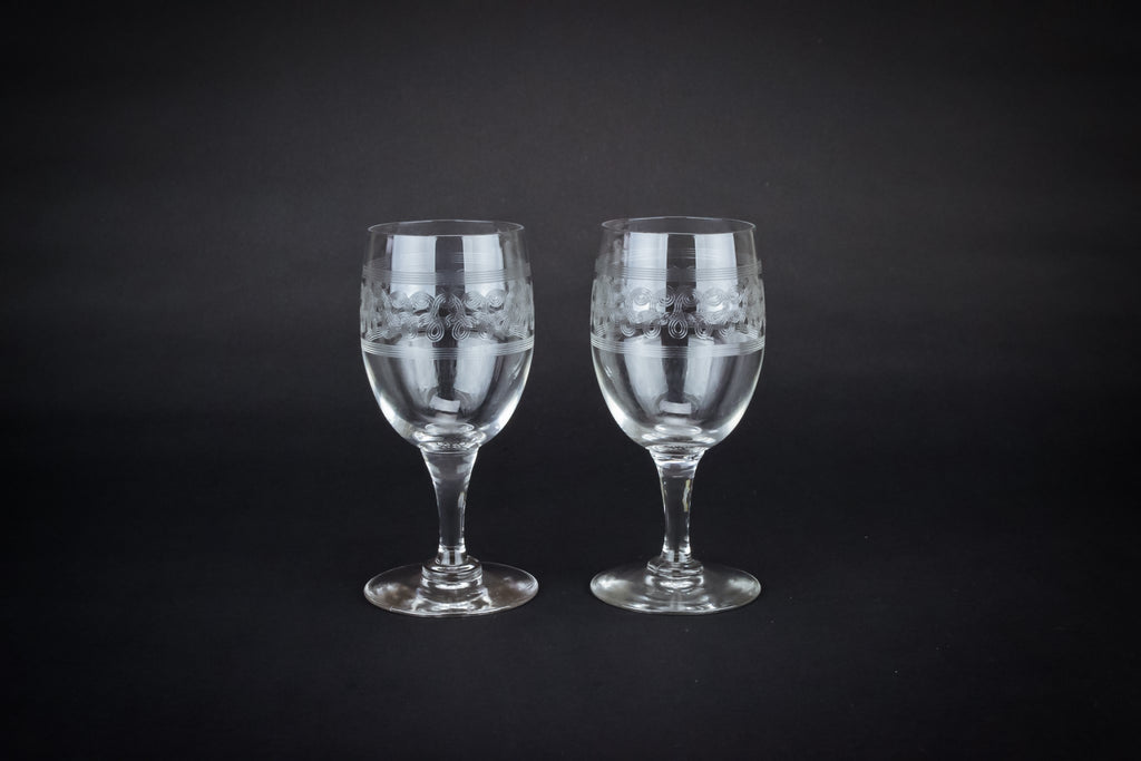 2 dessert wine glasses