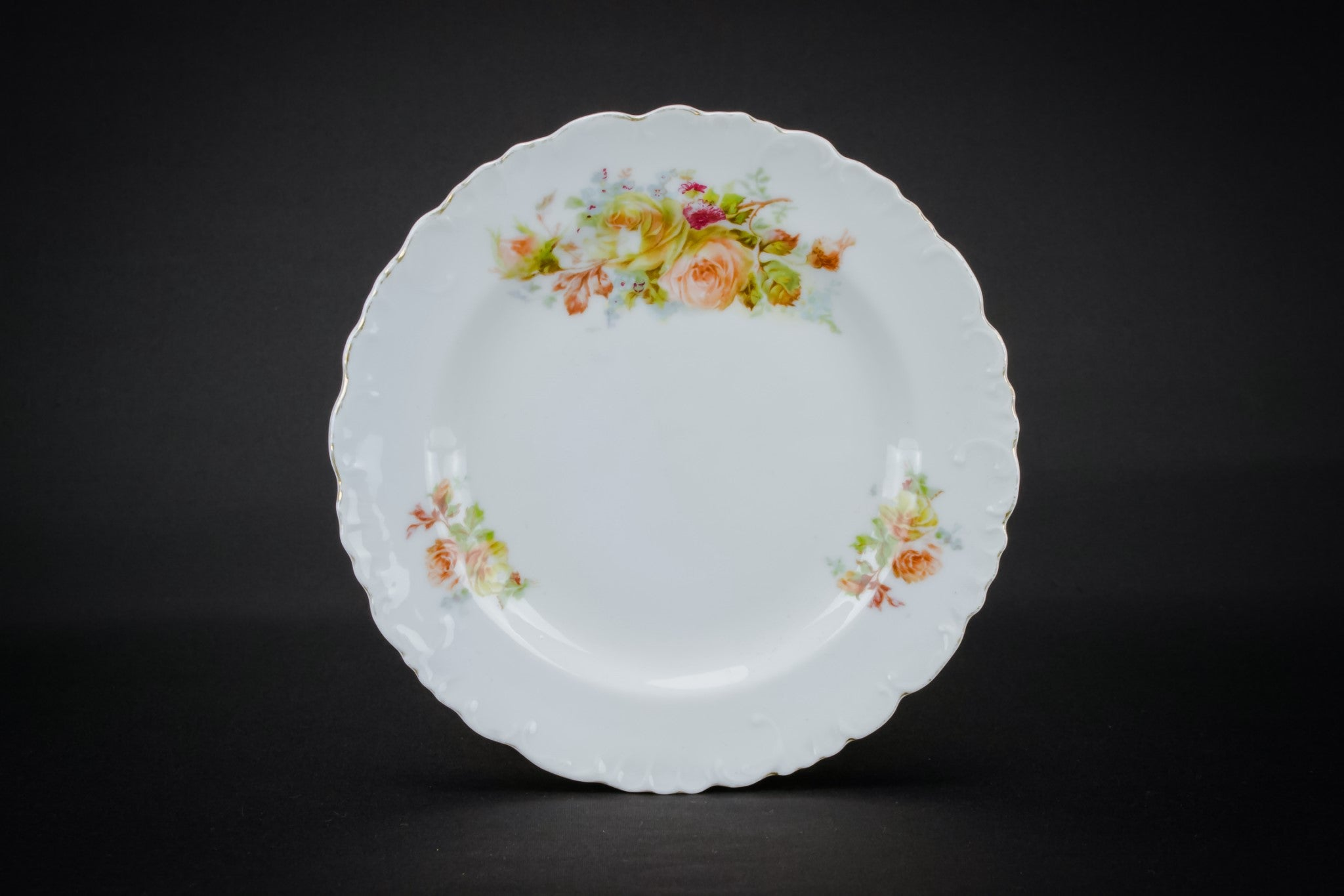 4 small porcelain plates