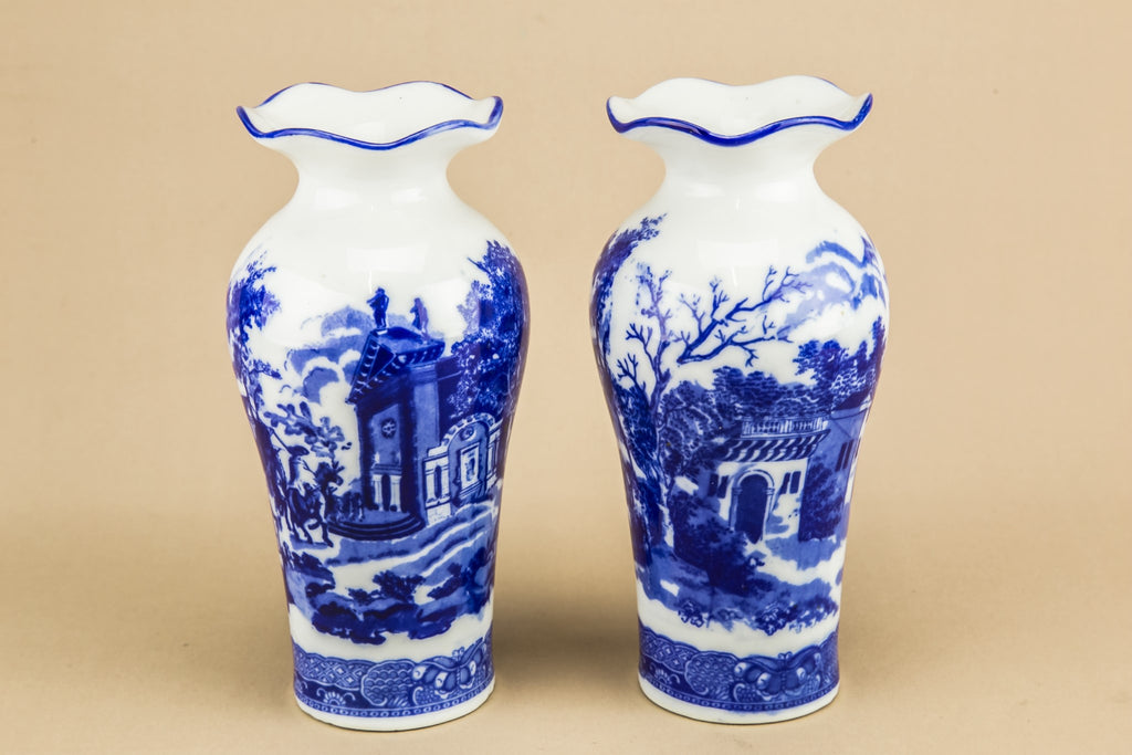 2 blue and white vases