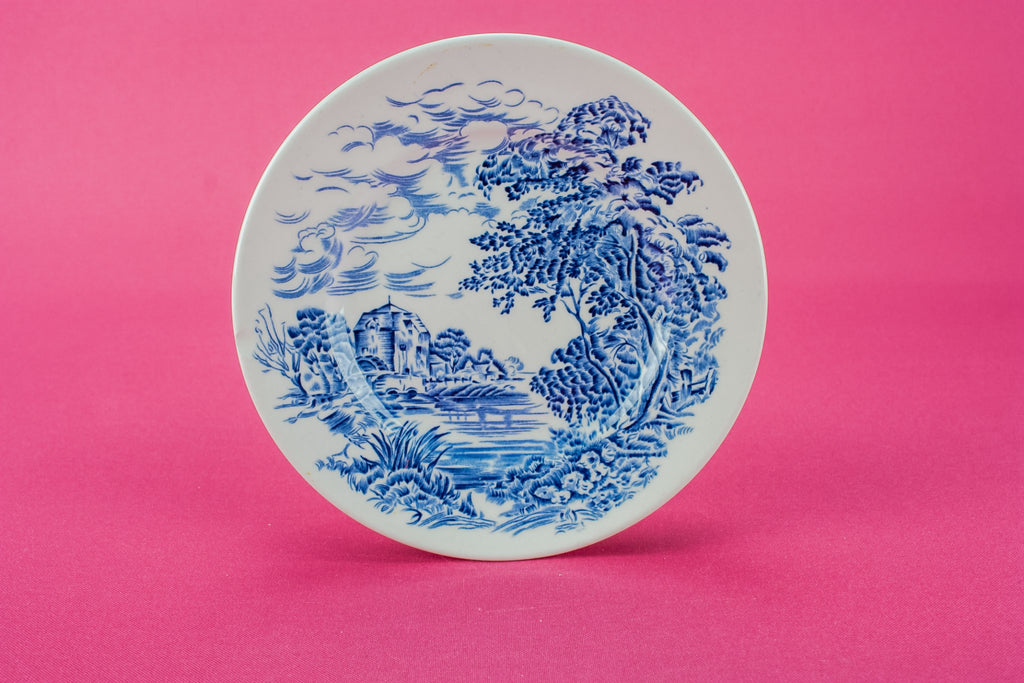 6 small pottery plates