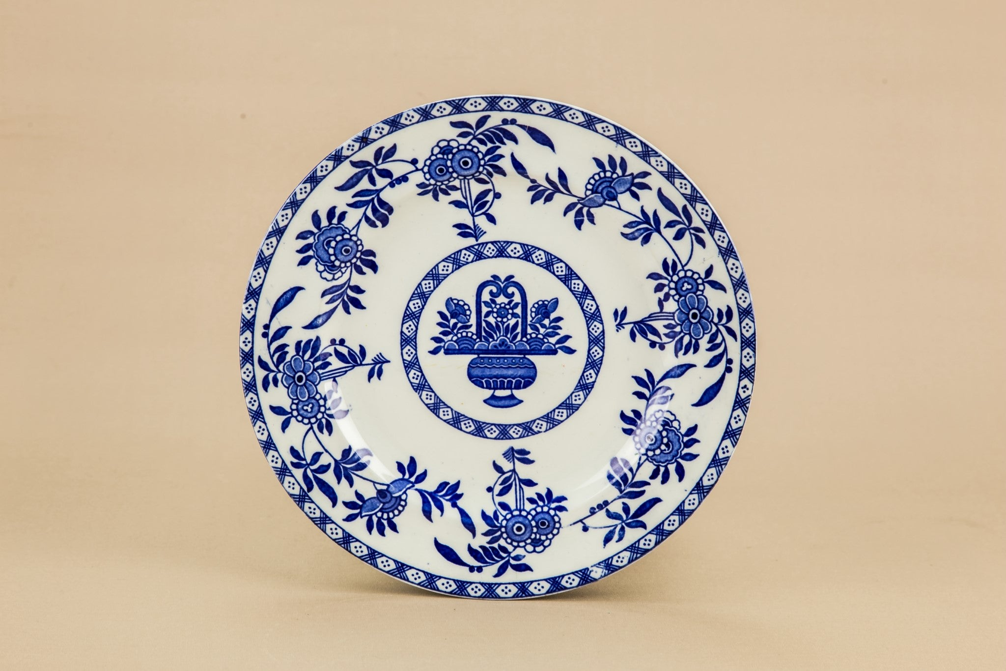 6 blue and white medium plates