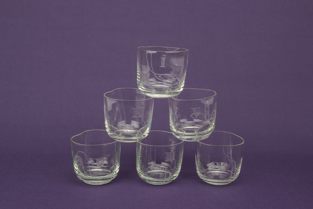 6 numbered whisky glasses