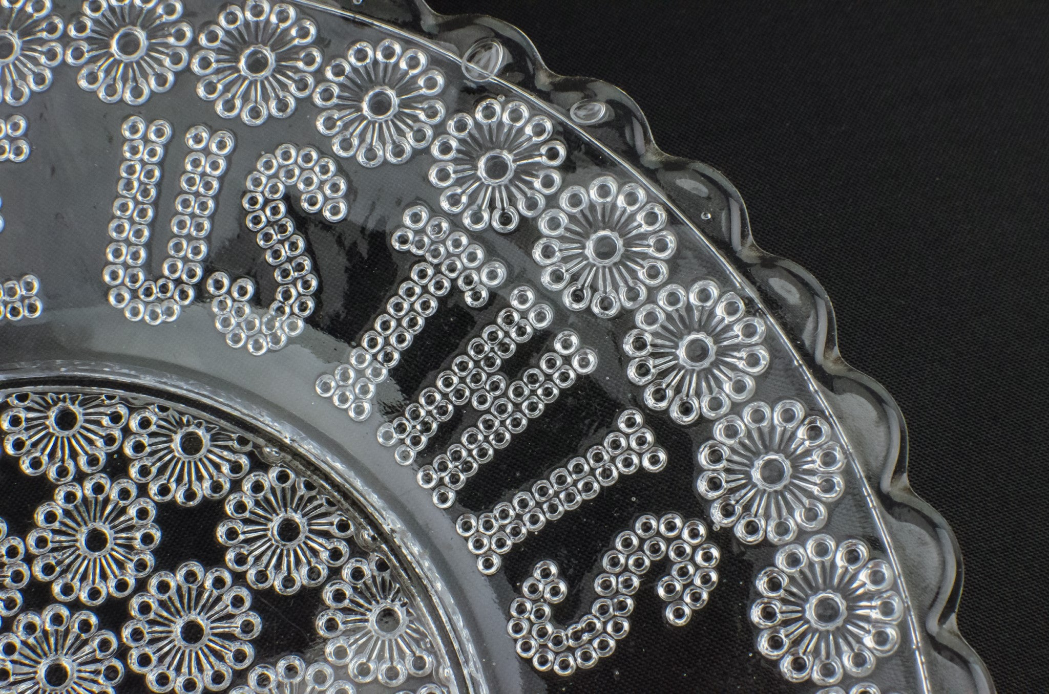 Daisy glass serving dish