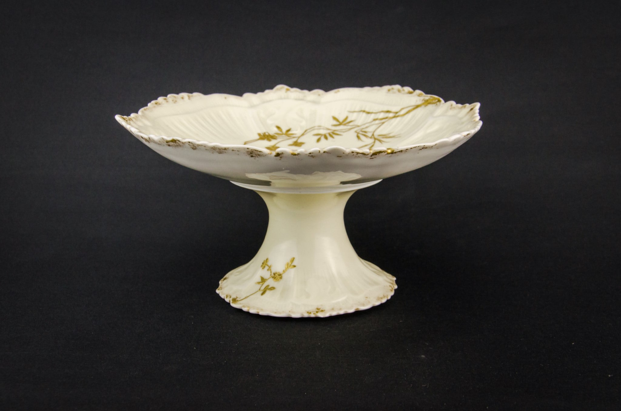 Gilded serving stem bowl