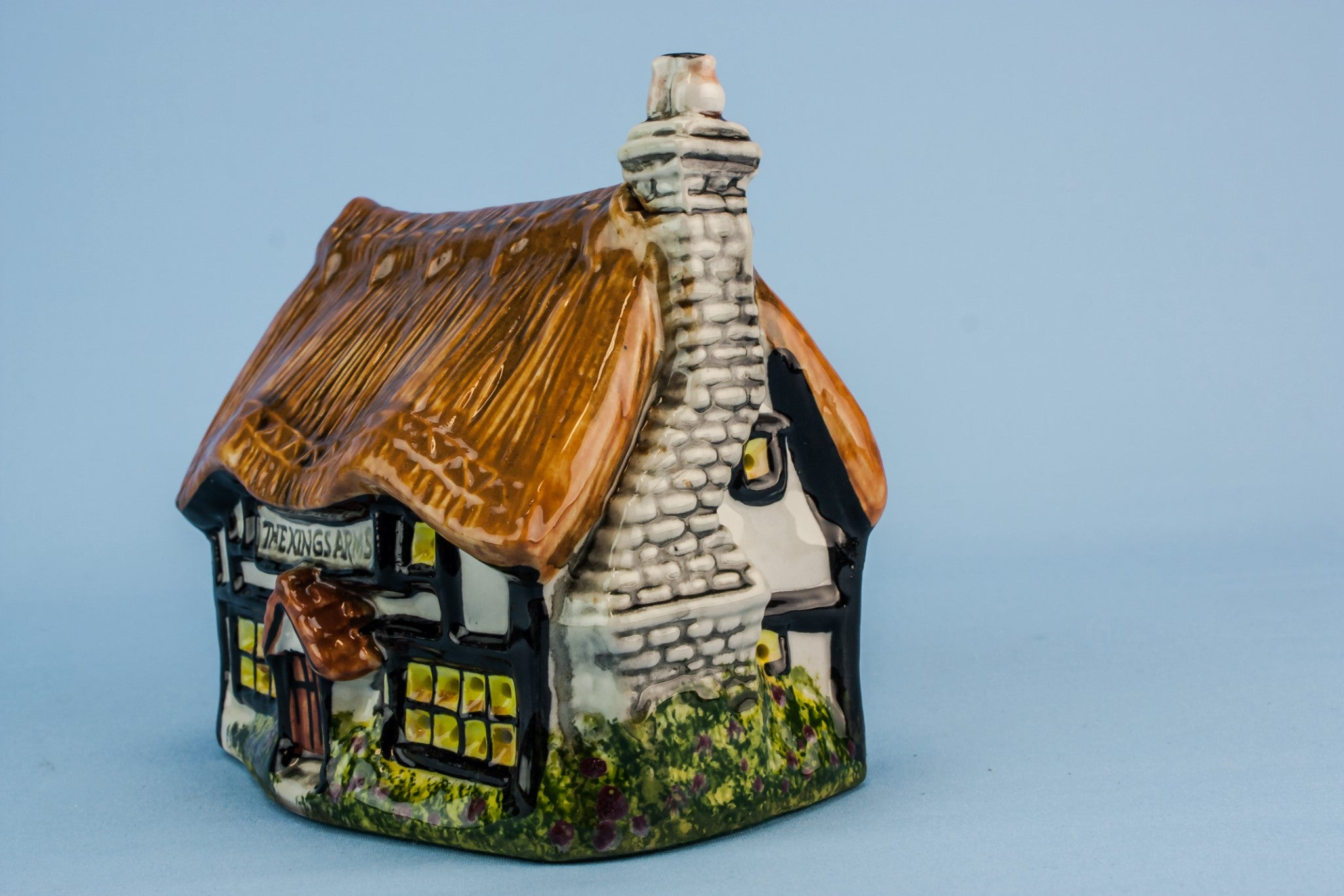 Ceramic cottage lamp