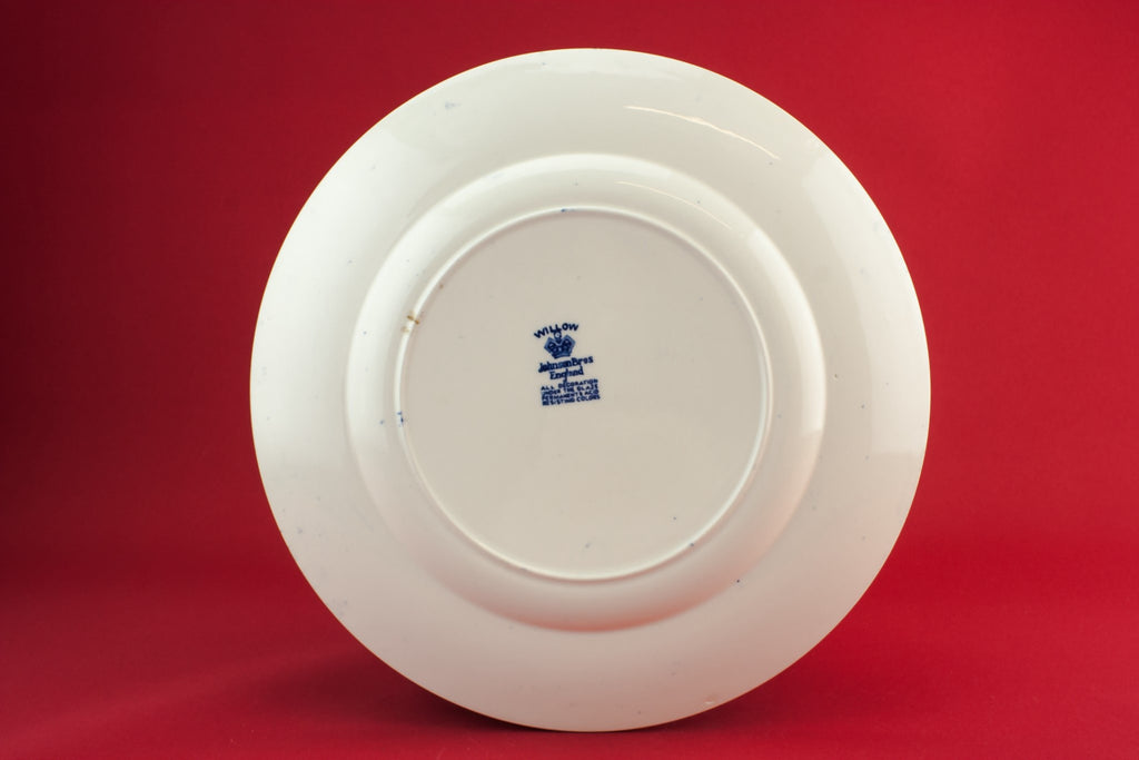 Blue willow dinner plate