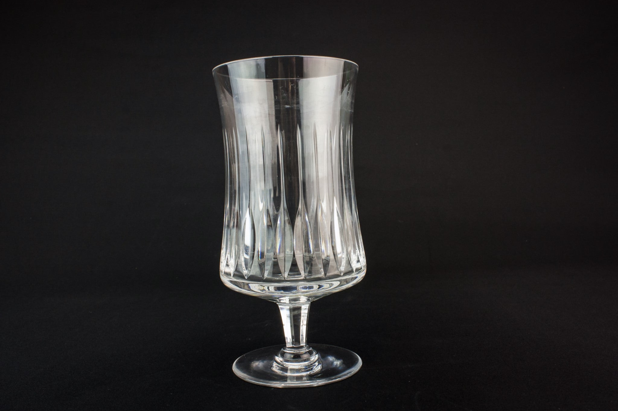 Goblet shaped glass vase