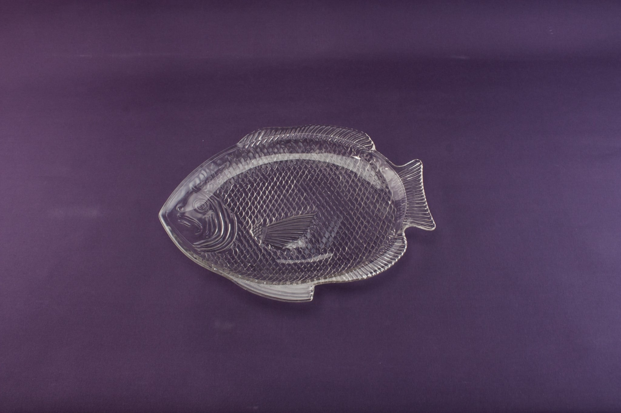 Fisha shaped glass platter
