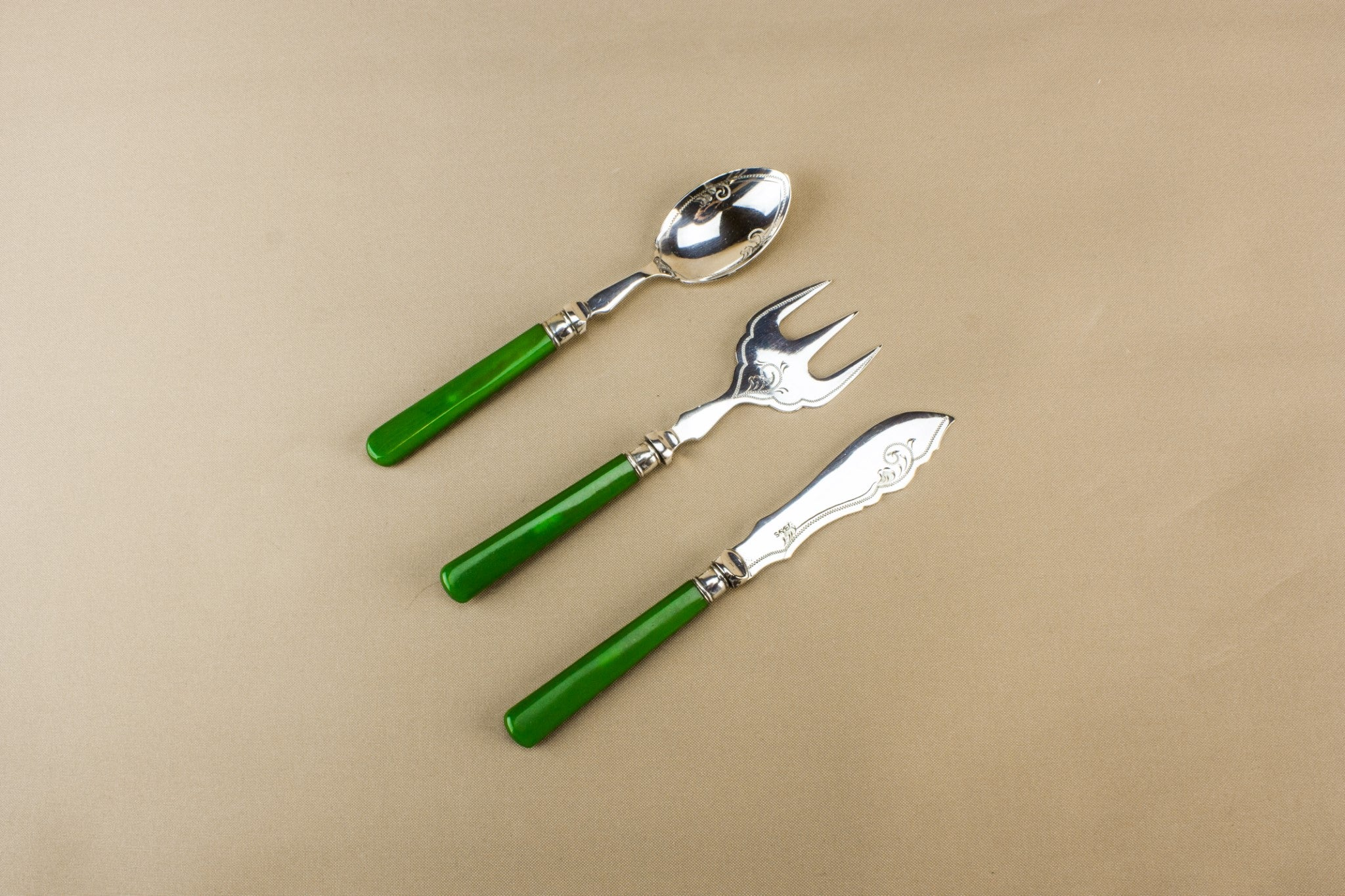 Serving set trio