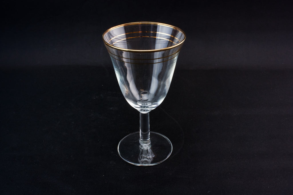5 medium wine glasses