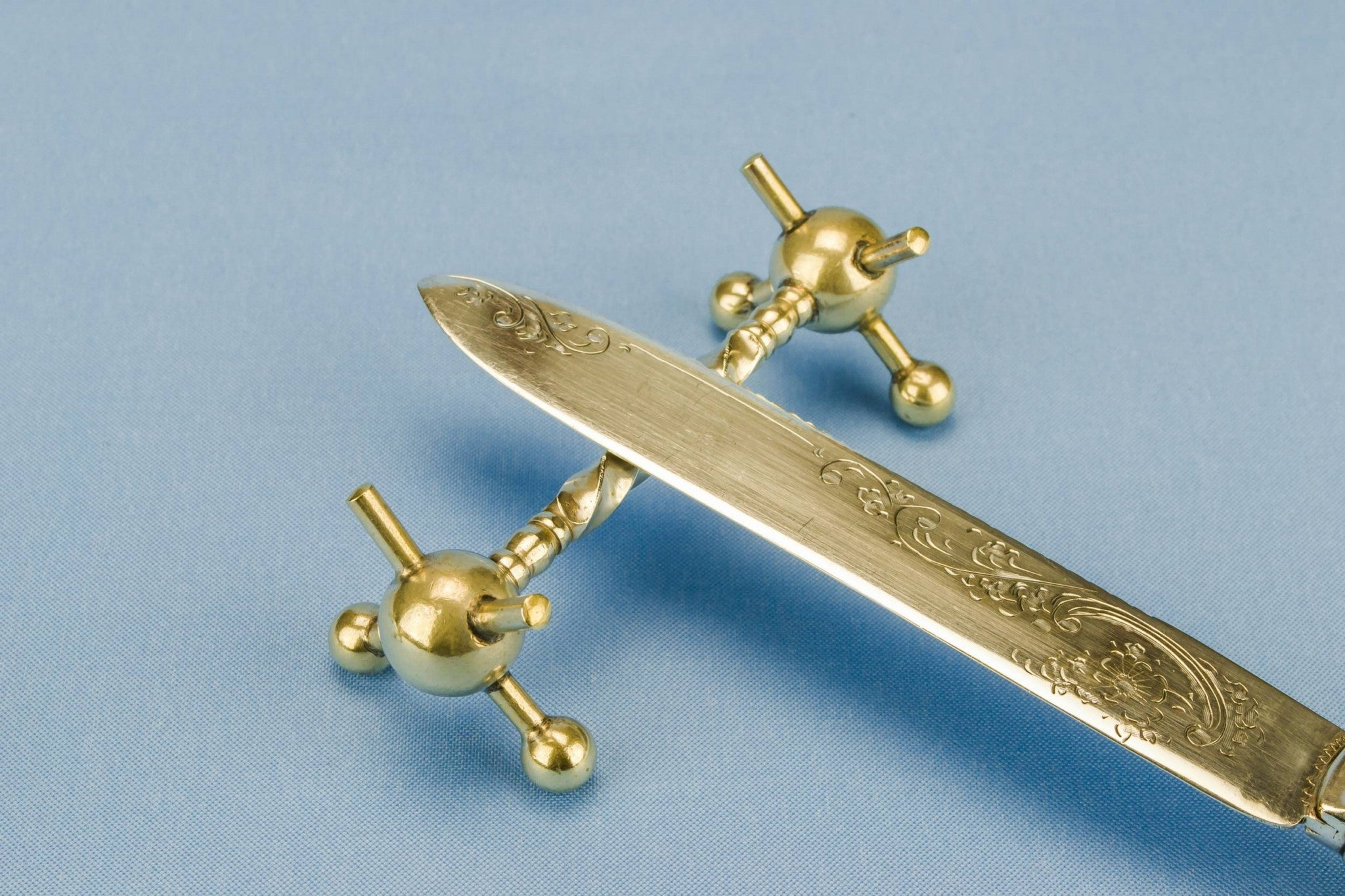 2 silver plated knife rests