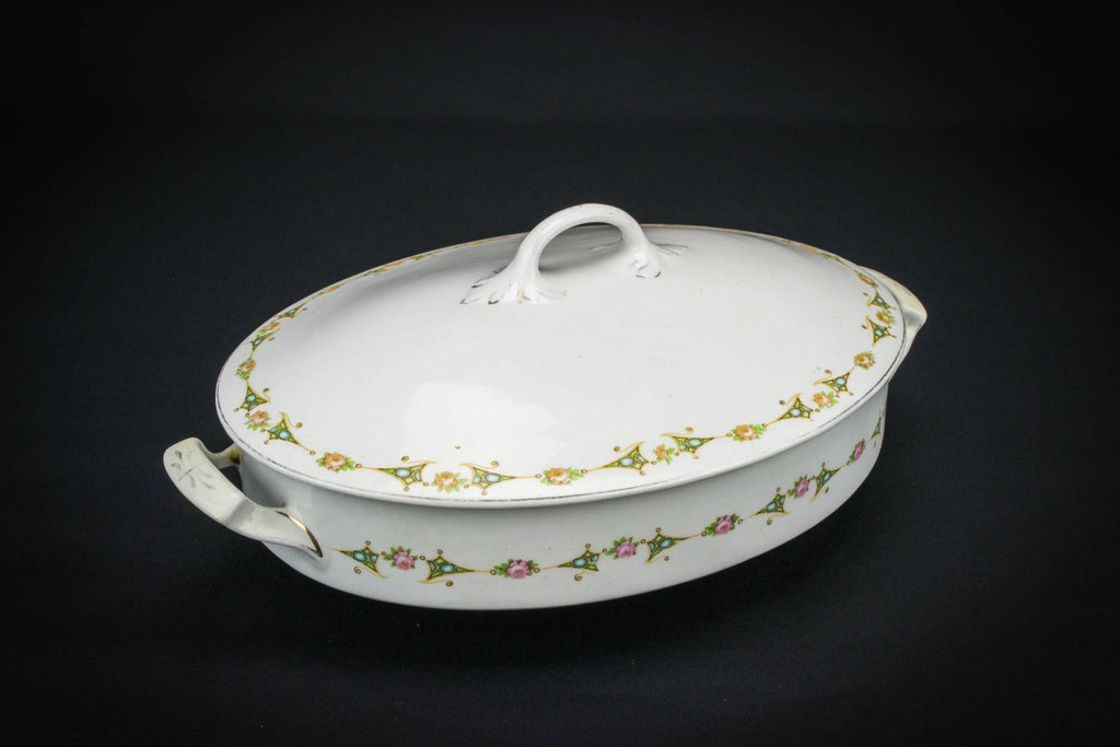 Vegetable serving tureen