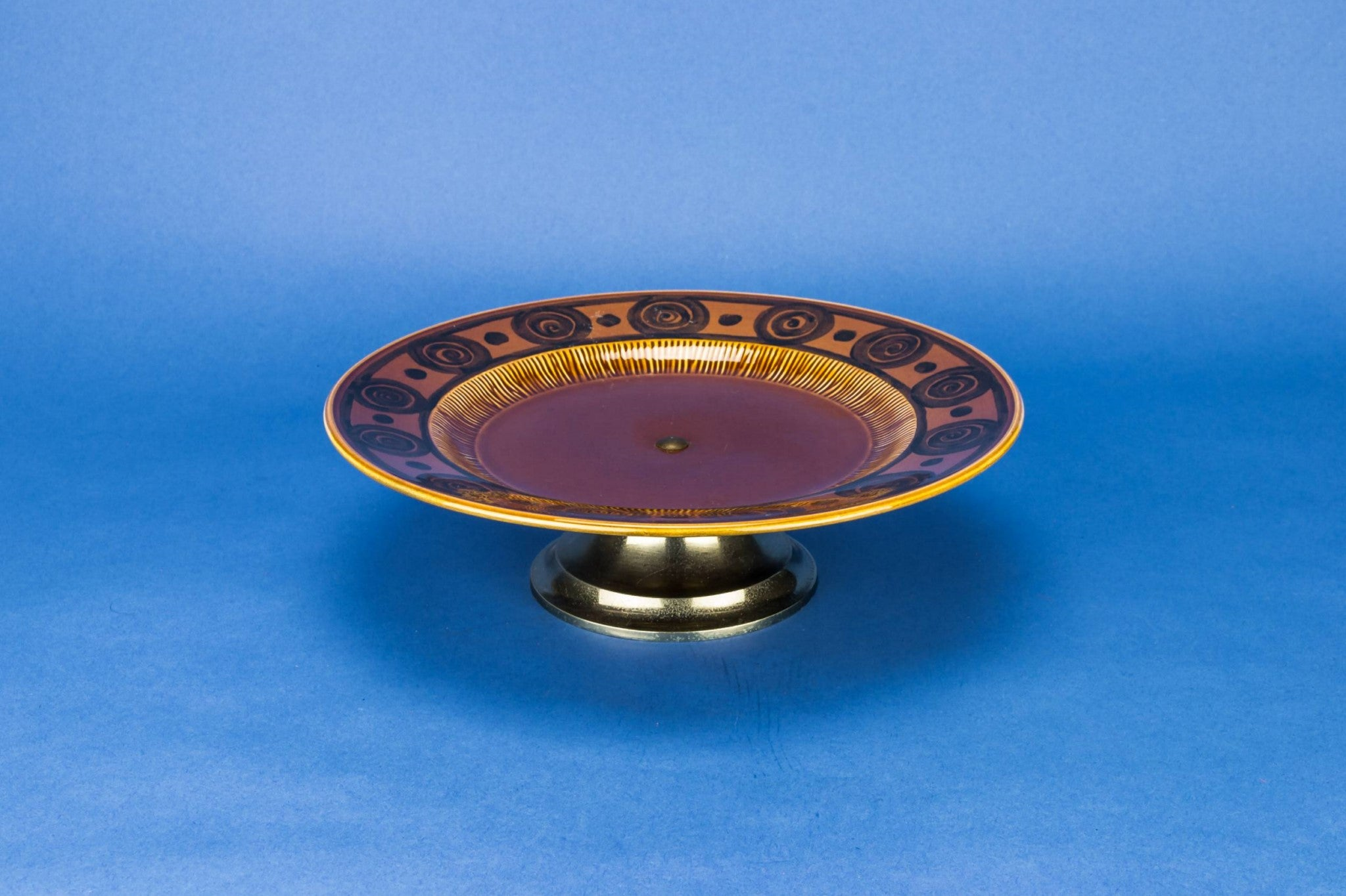 Brown cake tazza