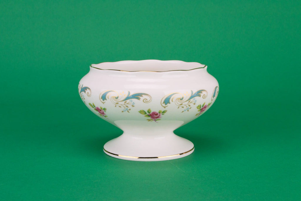 Sugar bowl with roses