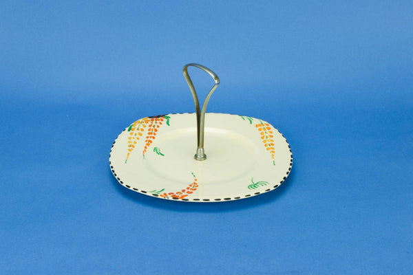 Serving platter with handle
