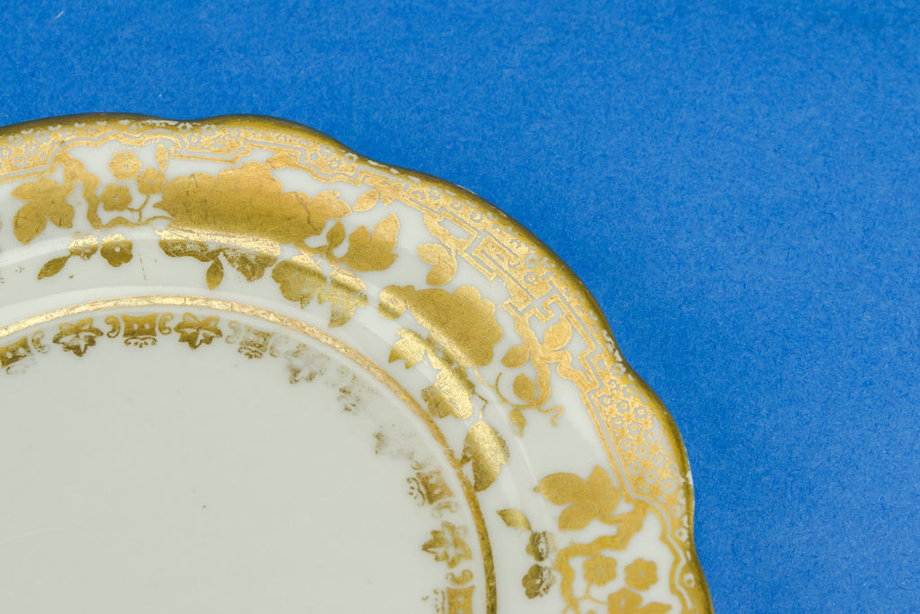 4 small gold plates