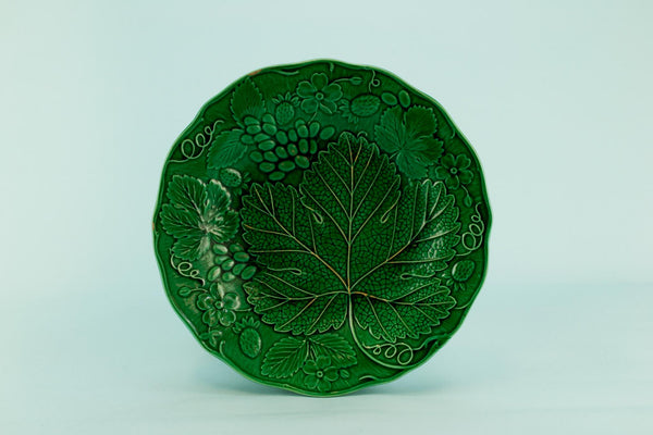 Green majolica dish, English late 19th C