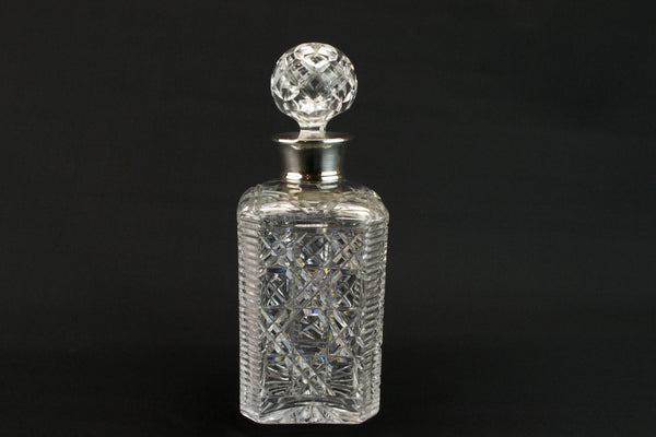 Square silver whisky decanter, English 1986