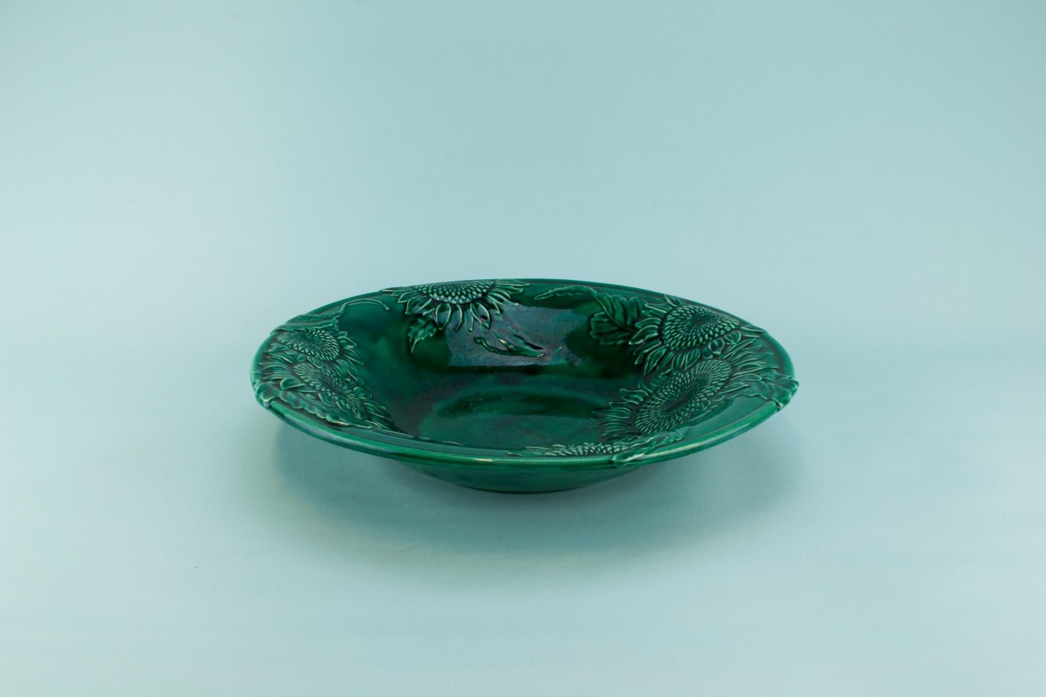 Large green majolica serving bowl, English 1930s